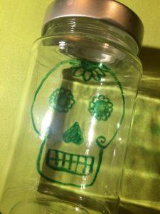 Totenkopf auf Einmachglas - fertige Halloweendeko