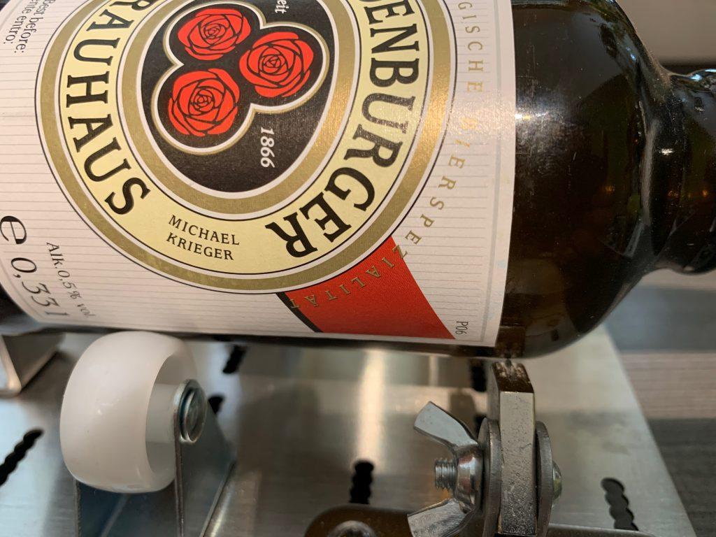 Bierflasche auf Flaschenschneider