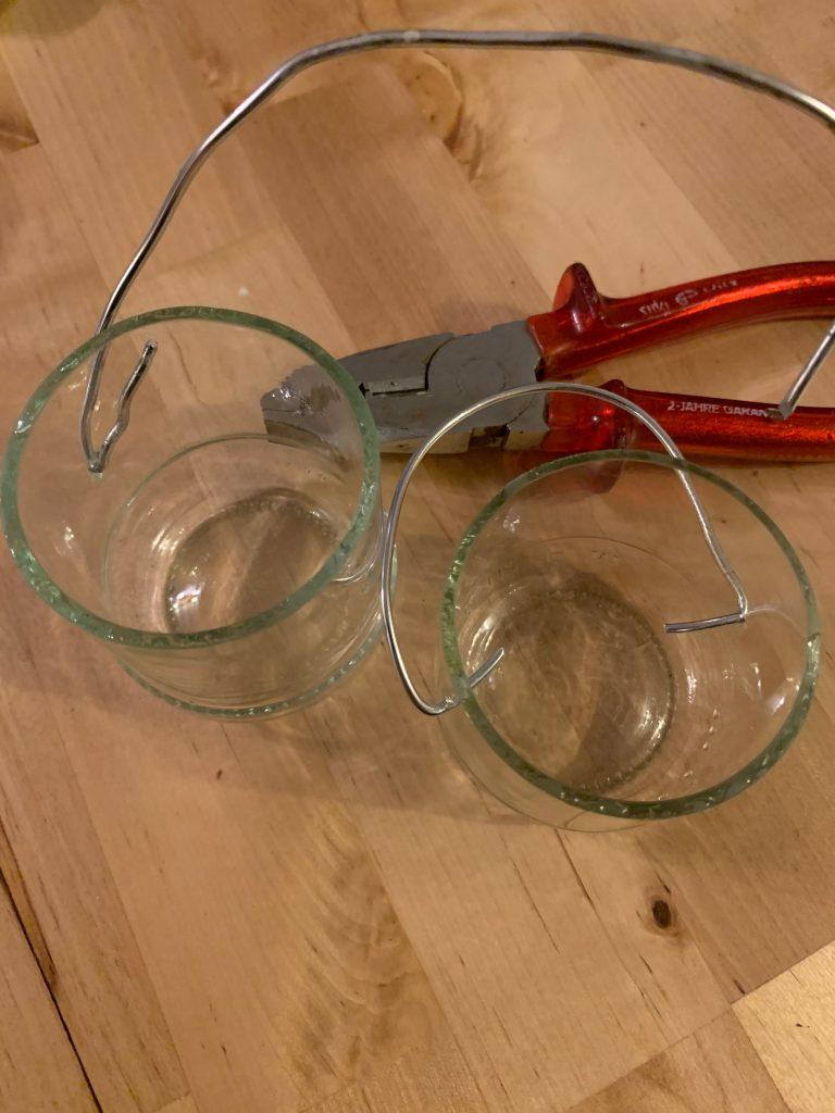 Drahtaufhängung für Gläser mit gebohrten Löchern