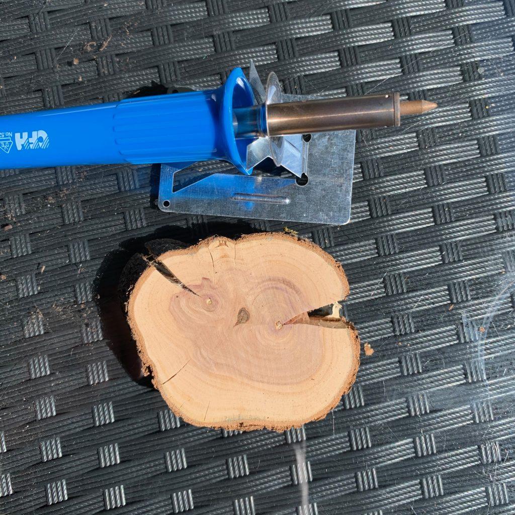 Holzscheibe und Brandmalkolben