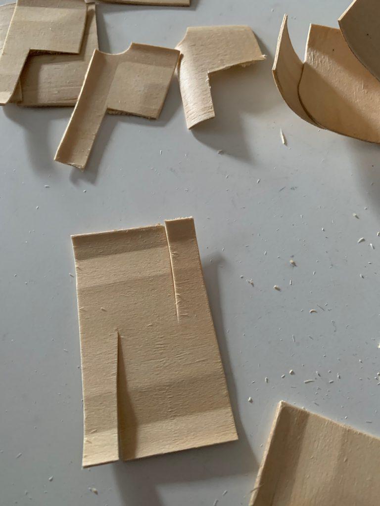 Holzbackform wird zu vielen Pflanzenschildchen