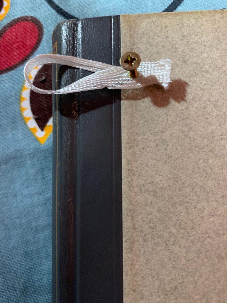Lesezeichen als Aufhängung für Schlüsselbrett