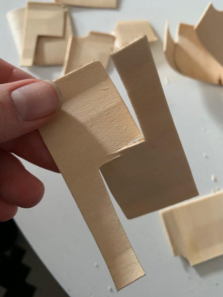Eingeschnittene Rechtecke durchbrechen