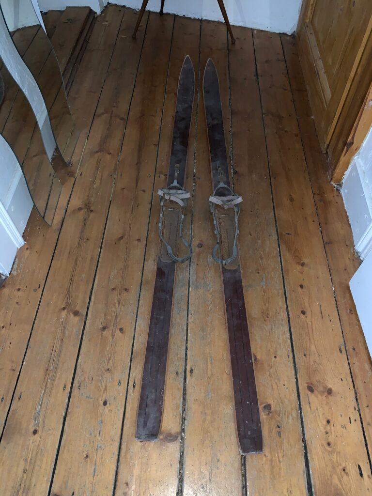 Alte Holzski für Upcycling